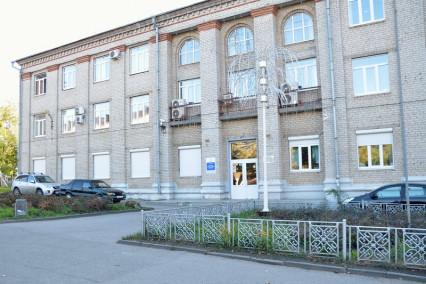 Общий вид здания ЧУ ДПО «Чувашский учебно-курсовой комбинат»
